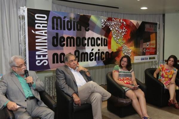 Mídia e democracia