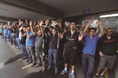 Em assembleia realizada no pátio da empresa, trabalhadores na Mahle, em São Bernardo, aceitam proposta e encerram greve após cinco dias de paralisação. Foto: Edu Guimarães/SMABC