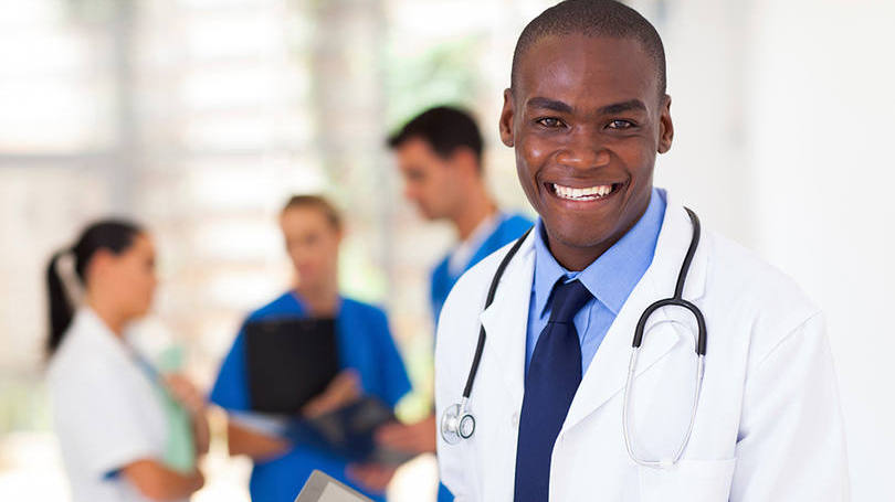 Médico negro