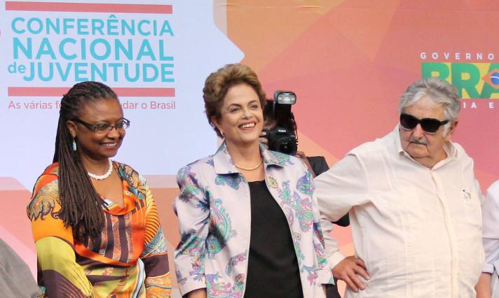 Dilma com jovens