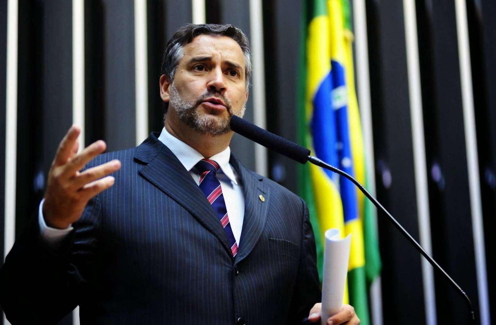 deputado-paulo-pimenta-fala-sobre-a-lista-de-schl--14338836876S8