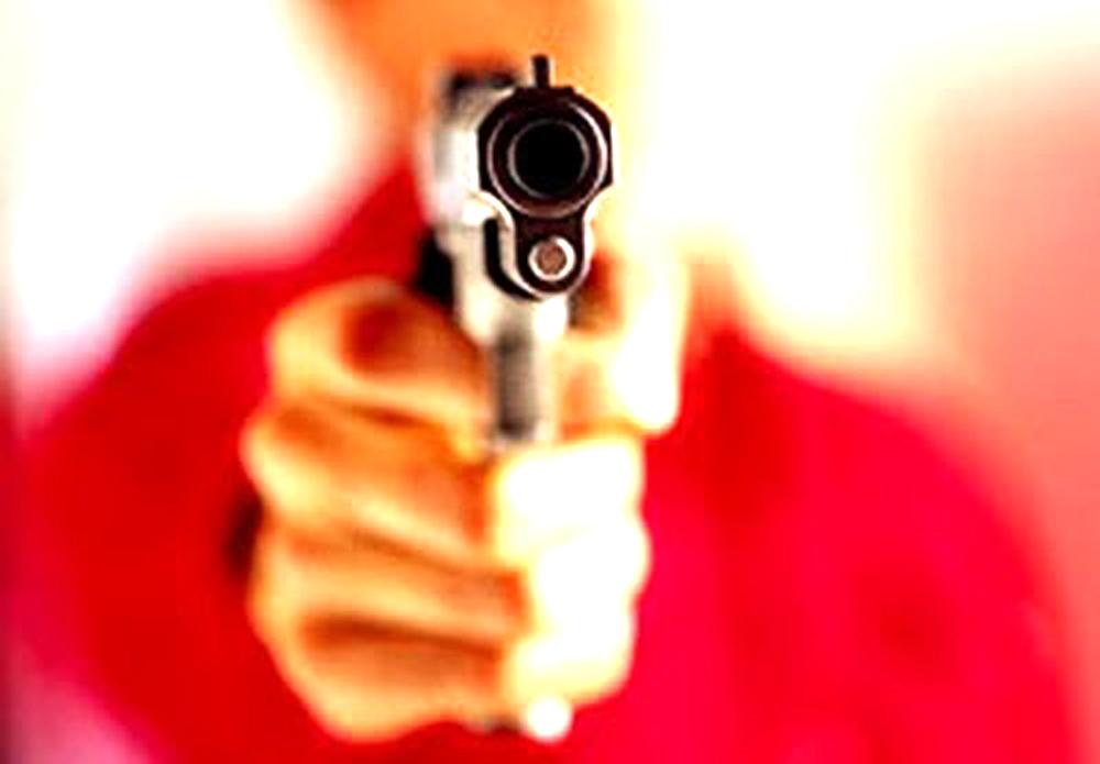 Revólver atirando
