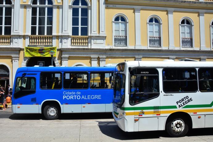 ônibus circulando