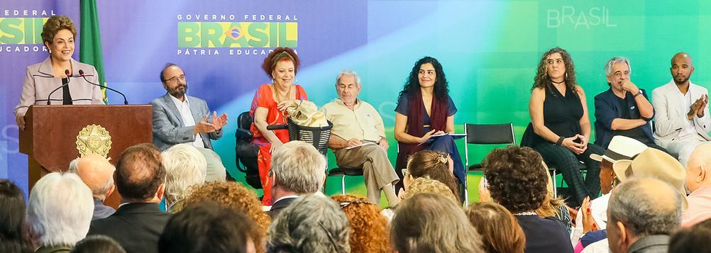 Dilma com intelectuais