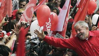 Lula estendendo a mão