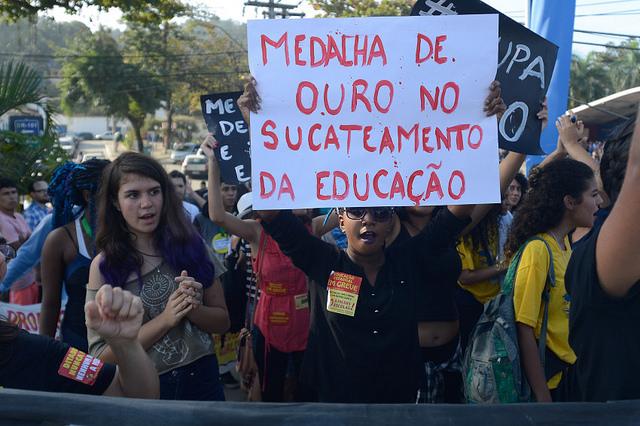 Sucateamento da educação