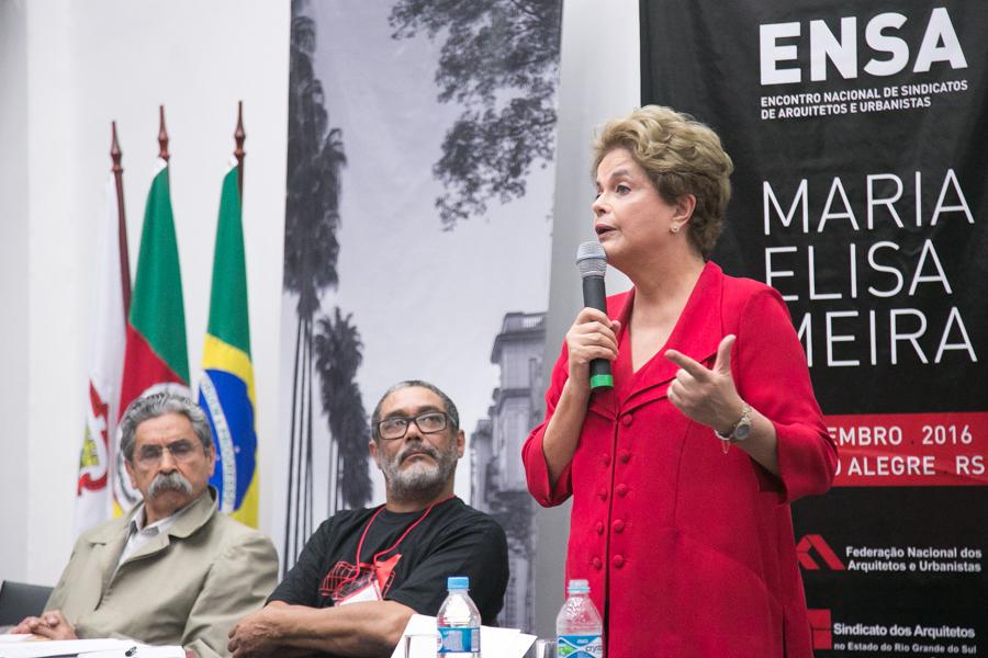Dilma reaparece
