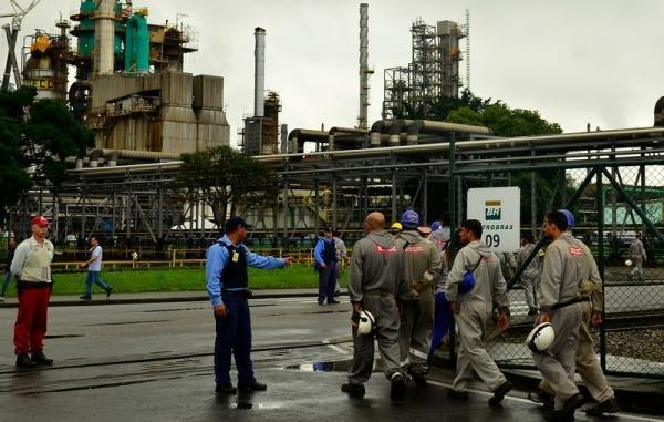 Petroleiros terceirizados