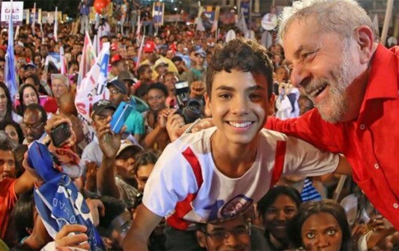 Lula com criança