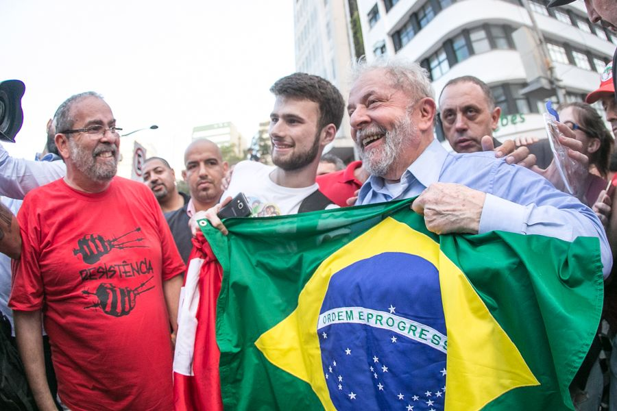 Lula com bandeira2