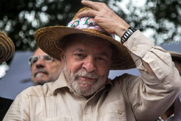 Lula de chapéu1