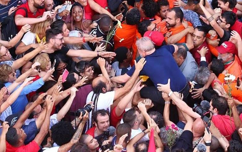 Lula nos braços1