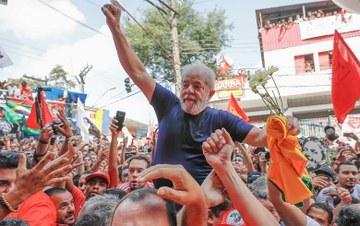 Lula carregado