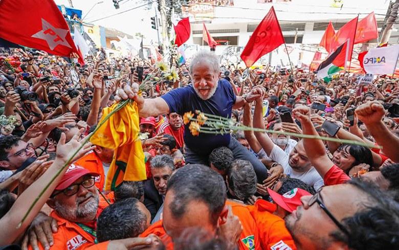 Lula carregado2