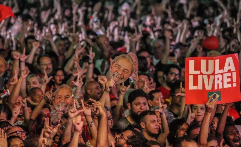 Lula com máscaras