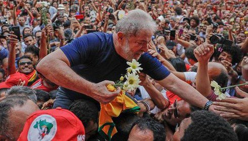 Lula com flores