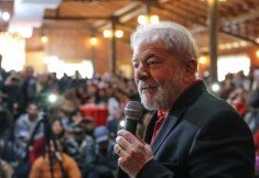 Lula com microfone