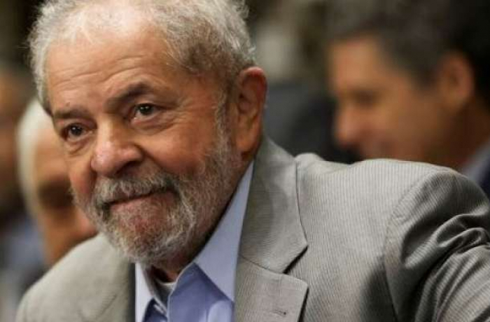 Lula de perfil