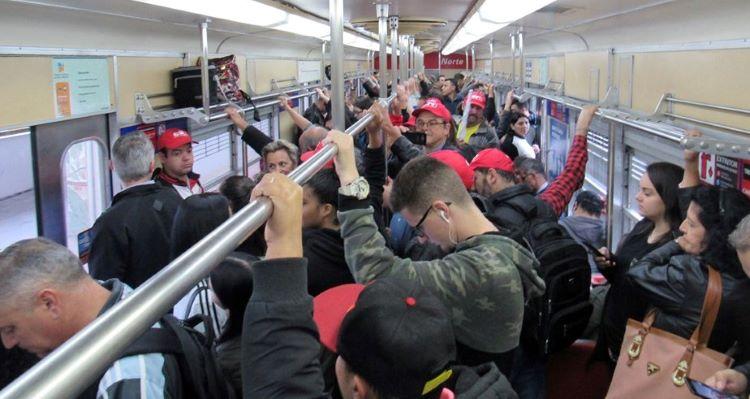 No trem (2)