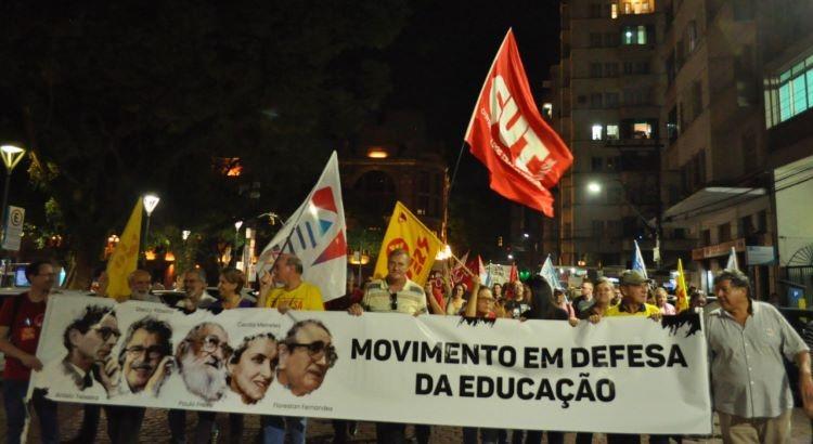 Movimento em defesa da educação (2)