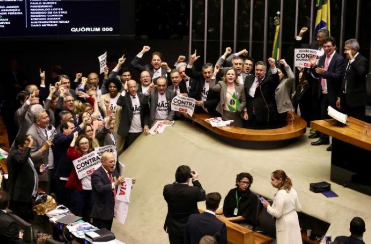 Deputados contra reforma (2)
