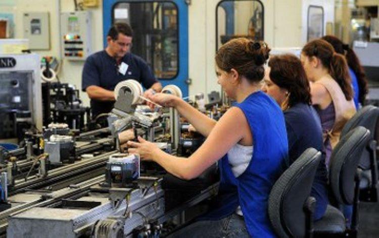 Mulheres na fábrica