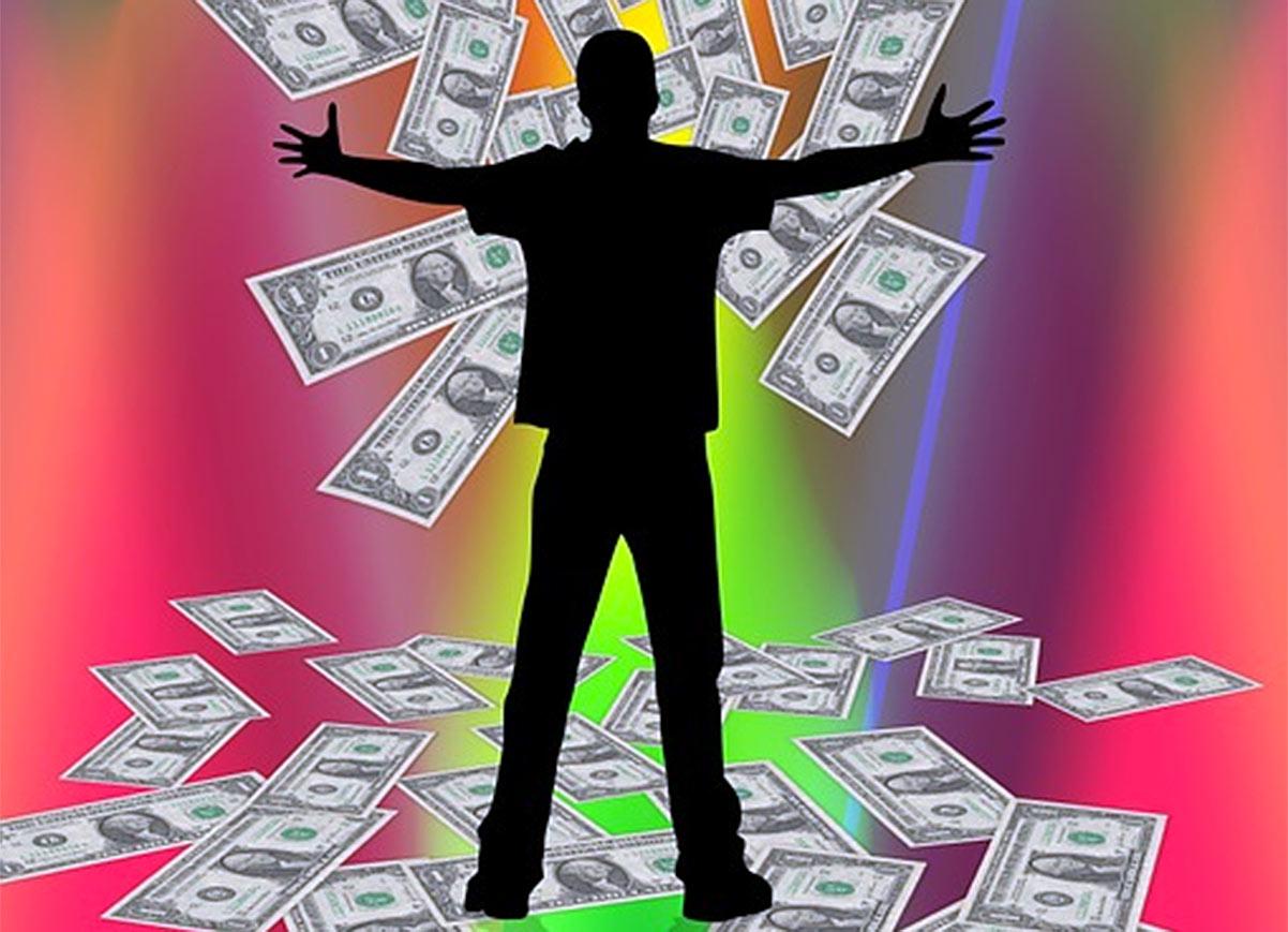 Homem com dólares