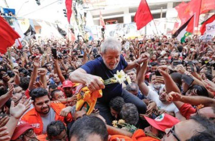 Lula nos braços (2)