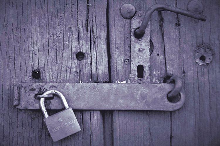 Portões fechados