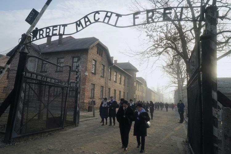 Auschwitz (2)
