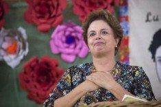 Dilma com rosas (2)