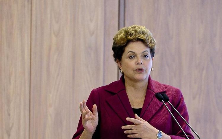 Dilma sentada