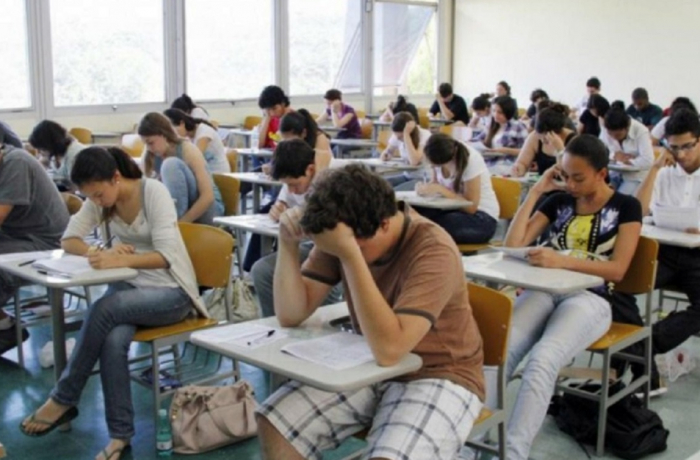 estudantes na sala de aula
