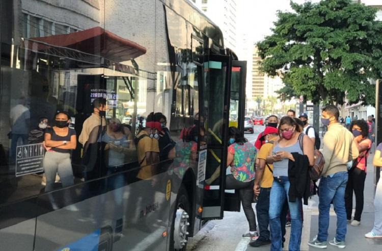 Pegando ônibus1