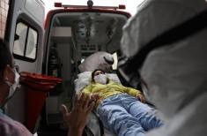 Ambulância com doente