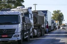 Caminhões parados