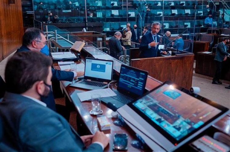 Plenário vota
