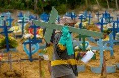 Carregando cruz